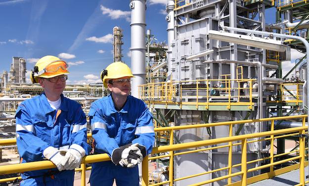 Veiligheid in de industrie: toegangsbeheer en omroep&ontruiming